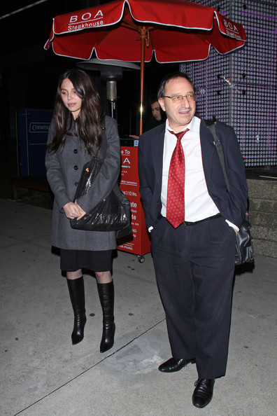 Photo of grigorieva and horowitz and link to People Magazine article on settlement